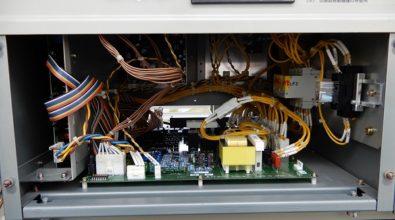 官公庁に設立されている非常用発電装置 制御基盤装置交換作業 その2